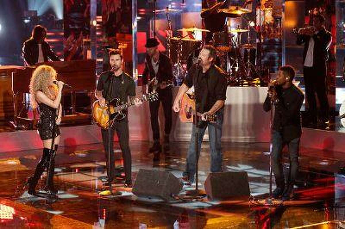 (l-r) Shakira, Adam Levine, Blake Shelton and Usher during 'The Voice' on Monday, June 17, 2013. (Tyler Golden/NBC)