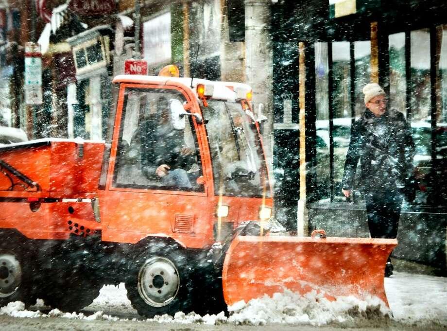 NEW HAVEN-Snow storm Nemo- Yale faculty ,member, Alex Karpokov, makes hiswa to the  bank on Church Street .Melanie Stengel/Register2/8/13