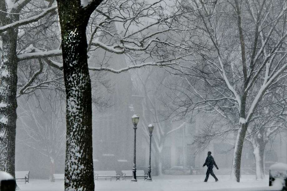 NEW HAVEN-Snow storm Nemo-A man makes his way across the Green at lunchtime. Melanie Stengel/Register2/8/13