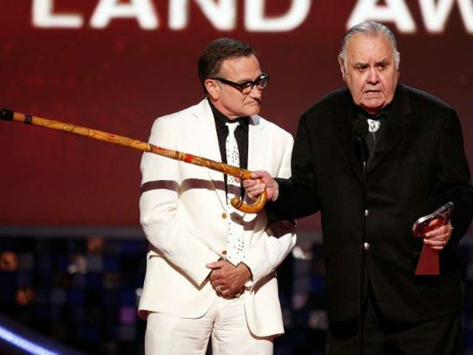 Jonathan Winters, right, with one of the comics he inspired, Robin Williams.