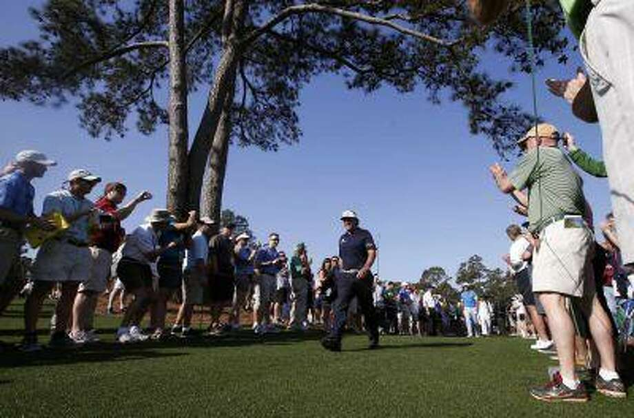 Phil Mickelson of the U.S. is applauded as he walks to the eighth tee during a practice round in preparation for the 2013 Masters golf tournament at the Augusta National Golf Club in Augusta, Georgia, April 9, 2013. REUTERS/Mike Segar (UNITED STATES - Tags: SPORT GOLF) Photo: REUTERS / X90033