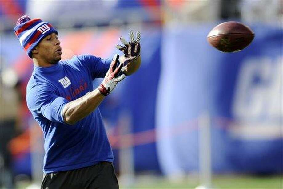 New York Giants wide receiver Victor Cruz warms up before an NFL football game against the Philadelphia Eagles Sunday, Dec. 30, 2012 in East Rutherford, N.Y. (AP Photo/Bill Kostroun) Photo: ASSOCIATED PRESS / AP2012