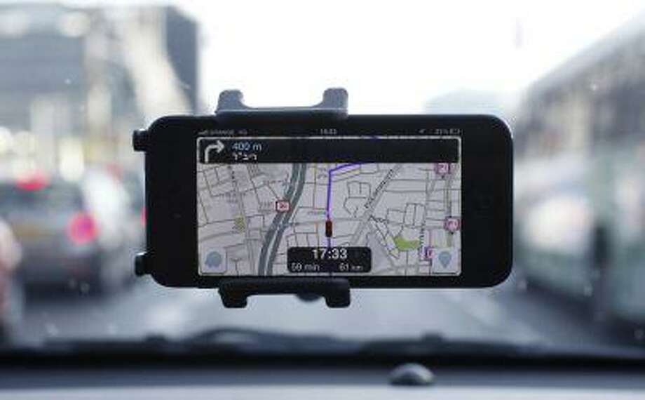 Waze, an Israeli mobile satellite navigation application, is seen on a smartphone in Tel Aviv May 9, 2013. Photo: REUTERS / X90070