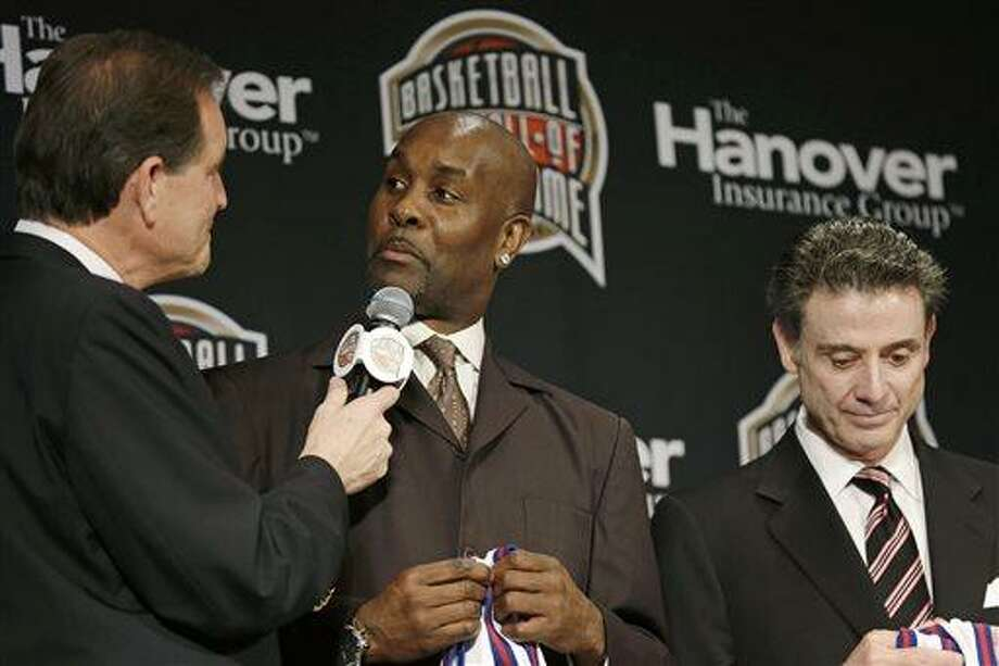 Former NBA player Gary Payton, center, talks with CBS announcer Jim Nantz, left, during the Naismith Memorial Basketball Hall of Fame class announcement, Monday, April 8, 2013, in Atlanta, Georgia. Louisville coach Rick Pitino, right, looks on. (AP Photo/Charlie Neibergall) Photo: AP / AP