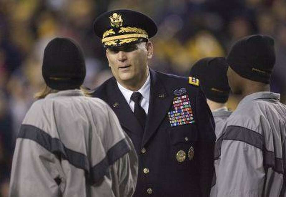 U.S. Army Chief of Staff General Ray Odierno (C) greets new Army recruits after leading them in their oath during an on-field induction ceremony during the second half of the 112th Army-Navy football game in Landover, Maryland, December 10, 2011. (Jonathan Ernst/Reuters) Photo: REUTERS / X01676