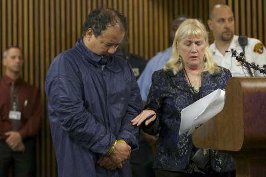 Ariel Castro appears in court with public defender Kathleen DeMetz in Cleveland, Ohio, May 9, 2013. Photo: REUTERS / X01637