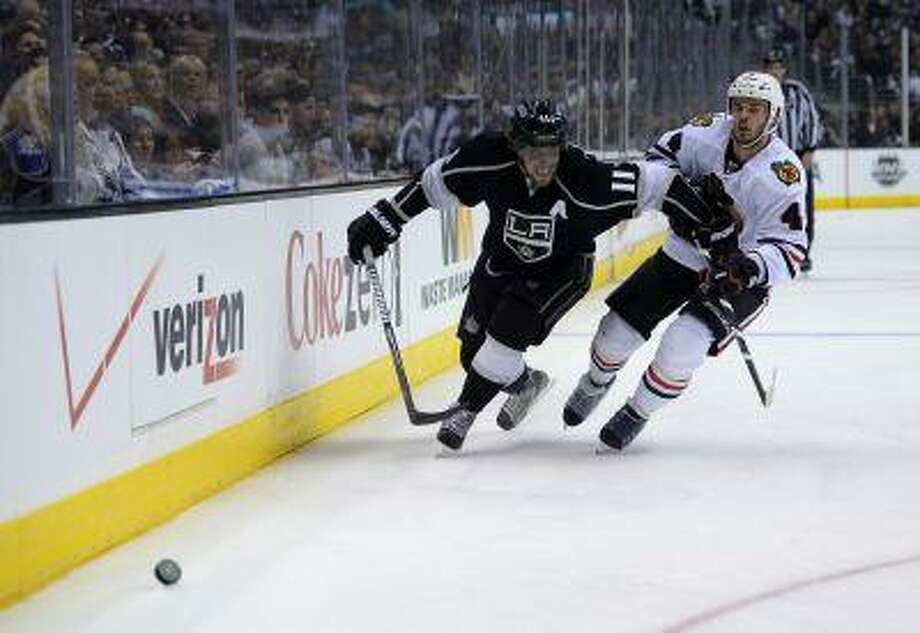 Los Angeles Kings center Anze Kopitar, left, of Slovenia, and Chicago Blackhawks defenseman Niklas Hjalmarsson, of Sweden, battle for the puck during the second period in Game 3 of the NHL hockey Stanley Cup Western Conference finals, Tuesday, June 4, 2013, in Los Angeles. Photo: AP / AP