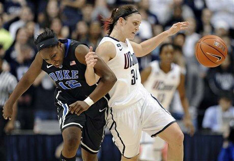 Duke's Chelsea Gray, left, and Connecticut's Kelly Faris tangle during the second half of an NCAA college basketball game in Storrs, Conn., Monday, Jan. 21, 2013. Connecticut won 79-49. (AP Photo/Jessica Hill) Photo: AP / FR125654 AP