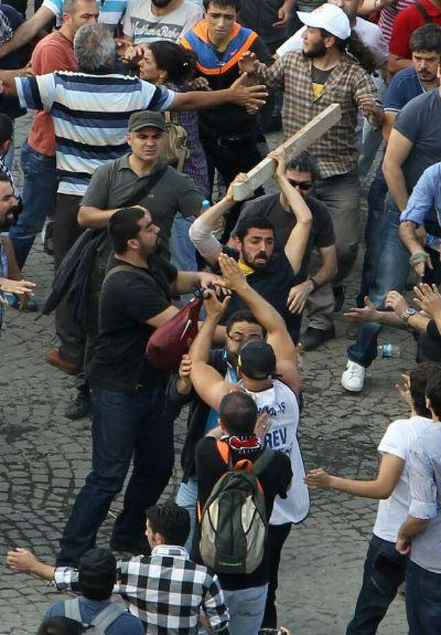 Protesters fight each other during the third day of nationwide anti-government protest at the Taksim square in Istanbul, Sunday, June 2, 2013. Photo: ASSOCIATED PRESS / AP2013