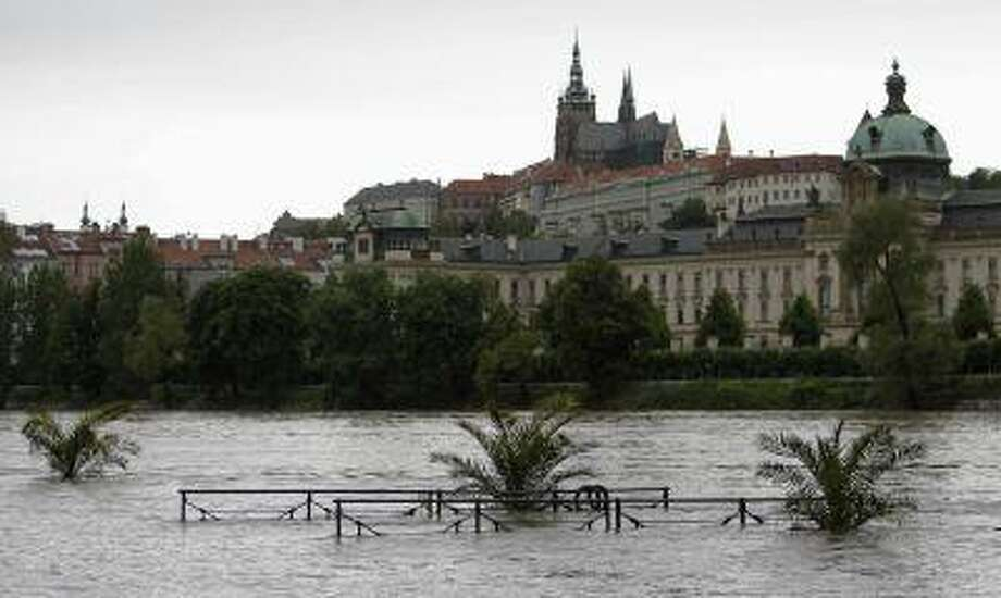 A view of the swollen Vltava river in Prague June 2, 2013. Photo: REUTERS / X01548