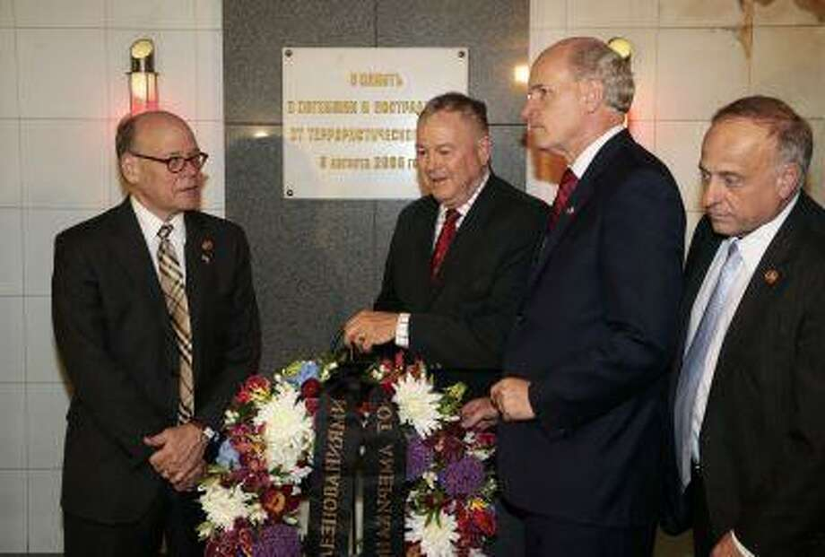 From left, U.S. Congressmen, Steve Cohen (D-Tenn.), Dana Rohrabacher (R-Calif.), Bill Keating (D-Mass.) and Steve King (R-Iowa.), lay a wreath at the site of a terrorist attack in 2000 in the underground street passage in Pushkin Square in downtown Moscow, Wednesday, May 29, 2013. Photo: ASSOCIATED PRESS / AP2013