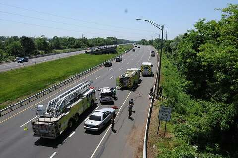 SUV rollover on I-91 southbound in North Haven leaves 1 dead