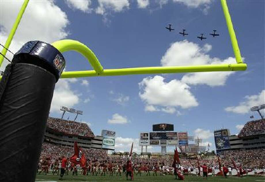 A military plane flyover the stadium between the Tampa Bay Buccaneers and the Pittsburgh Steelers during an NFL football game Sept. 26. Photo: AP / AP