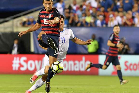 Eric Lichaj (L) of the USA is pursued by Roldolfo Zelaya (R) of El Salvador during their CONCACAF Gold Cup quarterfinal match at Lincoln Financial Field on July 19, 2017 in Philadelphia, Pennsylvania.  / AFP PHOTO / Nicholas KammNICHOLAS KAMM/AFP/Getty Images
