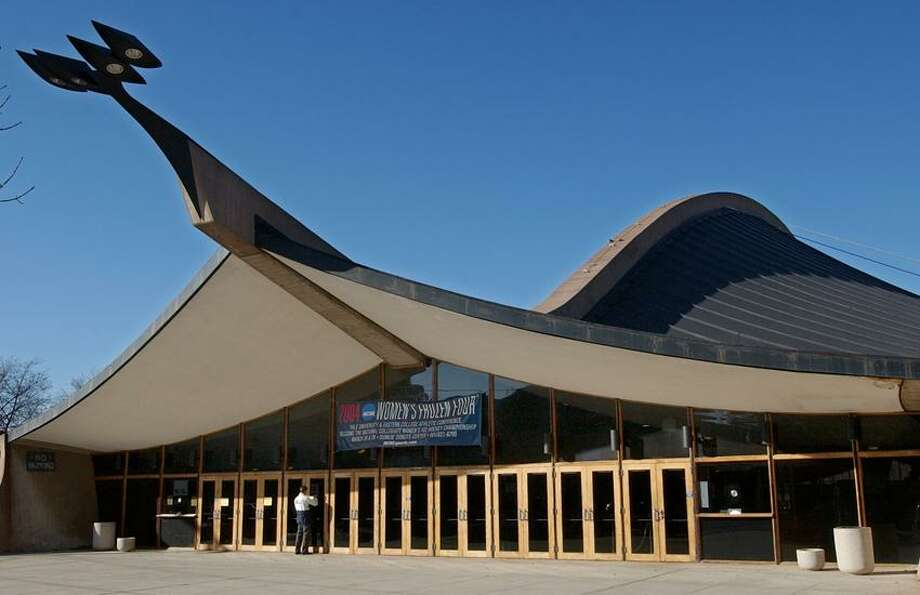 Cit2/27/04  Photo by Mara Lavitt--Ingalls RinkML0114E #6581Yale University's world-famous Ingalls Rink designed by Eero Saarinen.