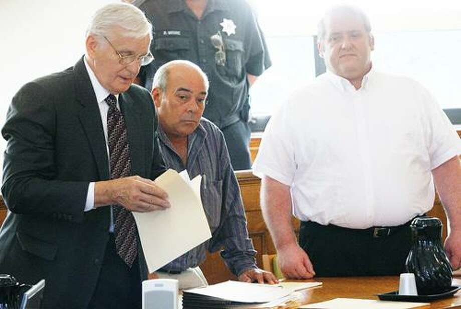 Photo by JOHN HAEGER (Twitter.com/OneidaPhoto) Edward Dean and his lawyer Assistant Public Defender Peter Bereskin, wait for the start of trial in Madison County Court on Tuesday, July 31, 2012.