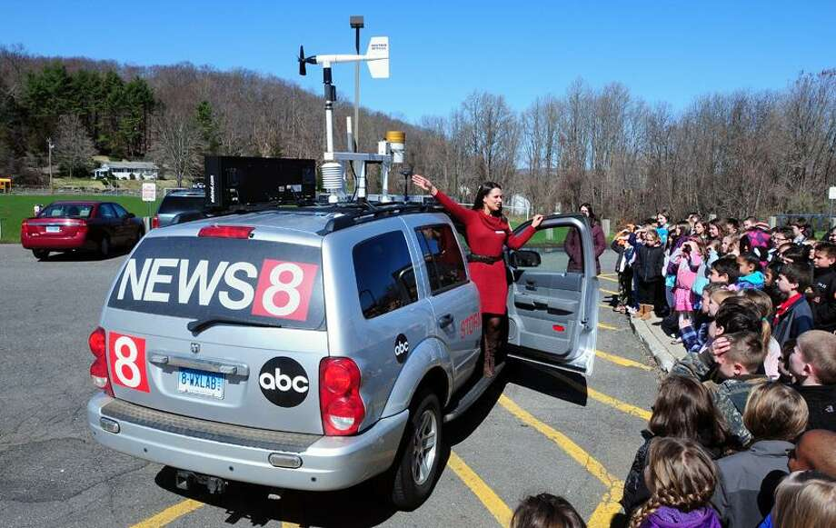 News 8 weather lab gives Seymour pupils a weather lesson