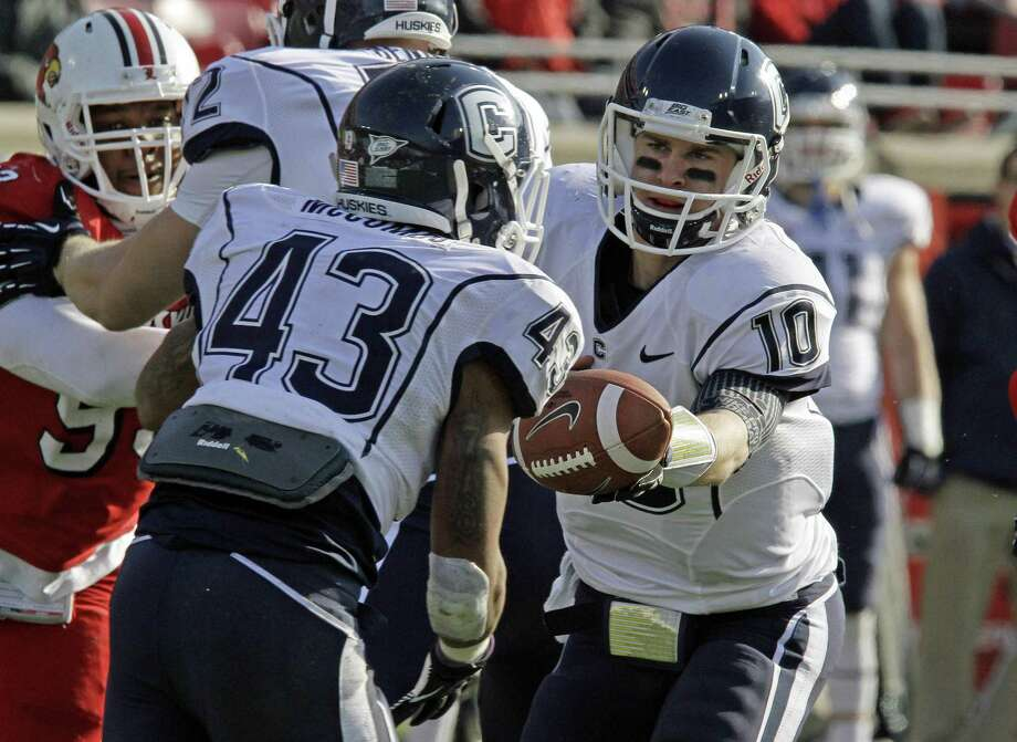 Connecticut quarterback Chandler Whitmer hands off to Lyle McCombs during an NCAA college football game in Louisville, Ky., Saturday, Nov. 24, 2012.  (AP Photo/Garry Jones) Photo: ASSOCIATED PRESS / AP2012