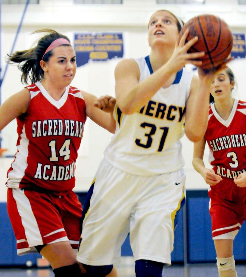 "The Middletown Press  1.30.12 Mercy's Jordyn Nappi drives to the paint as Sacred Heart's Hannah Oman defends Monday evening. The Tigers defeated Sacred Heart 60-39 at home in Middletown. Follow me on Twitter at @CAvaloneMP. To purchase pictures, visit the photo gallery on <a href=""http://middletownpress.com"">middletownpress.com</a>. / TheMiddletownPress"