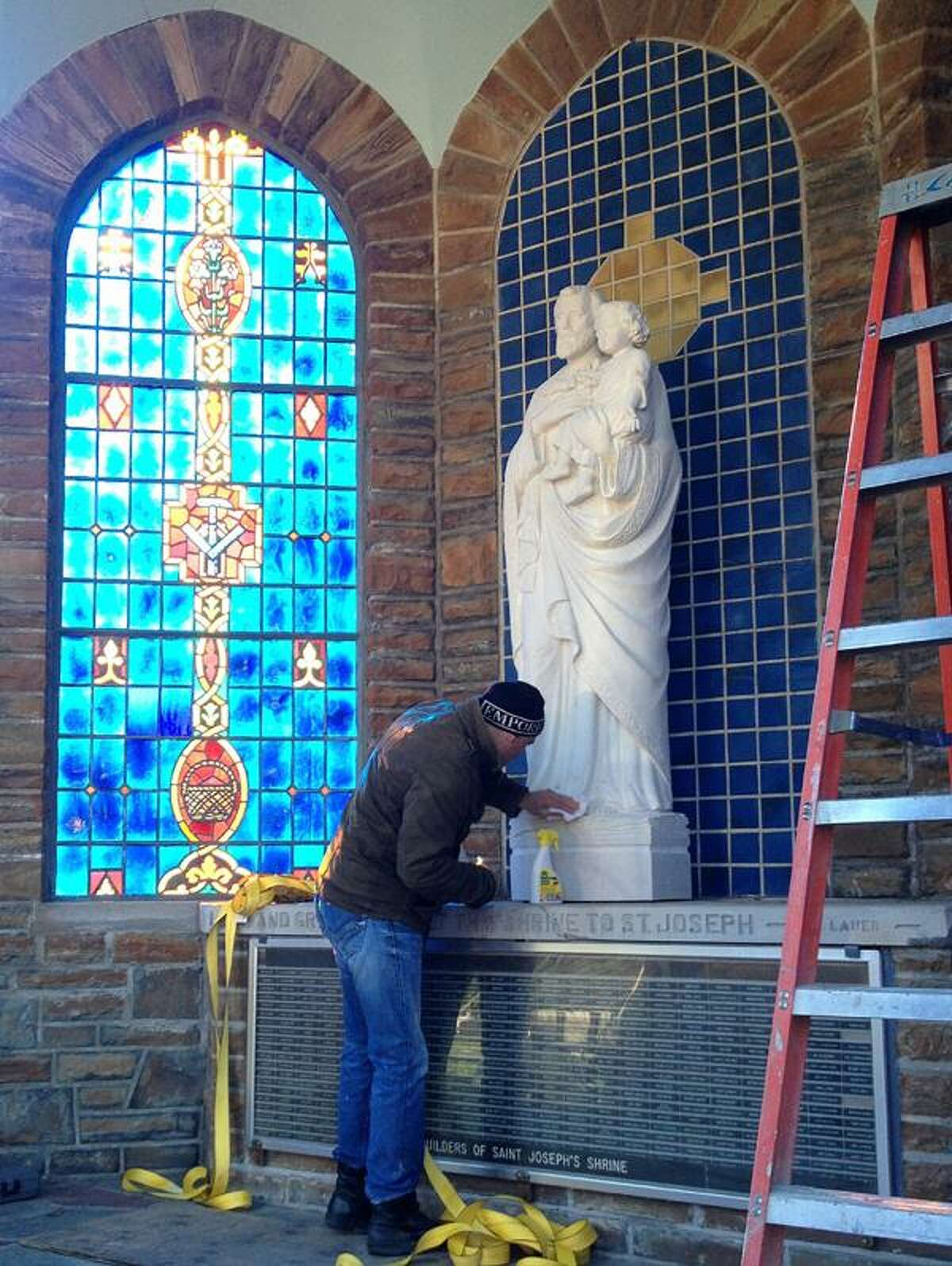 Dispatch Staff Photo by JOHN HAEGER twitter.com/oneidaphoto Crews work to set the St. Joseph statue on Wednesday, Nov. 21,2012 in Oneida.The handcrafted statue was created in Italy to replace the one was destroyed by vandals more than two years ago..
