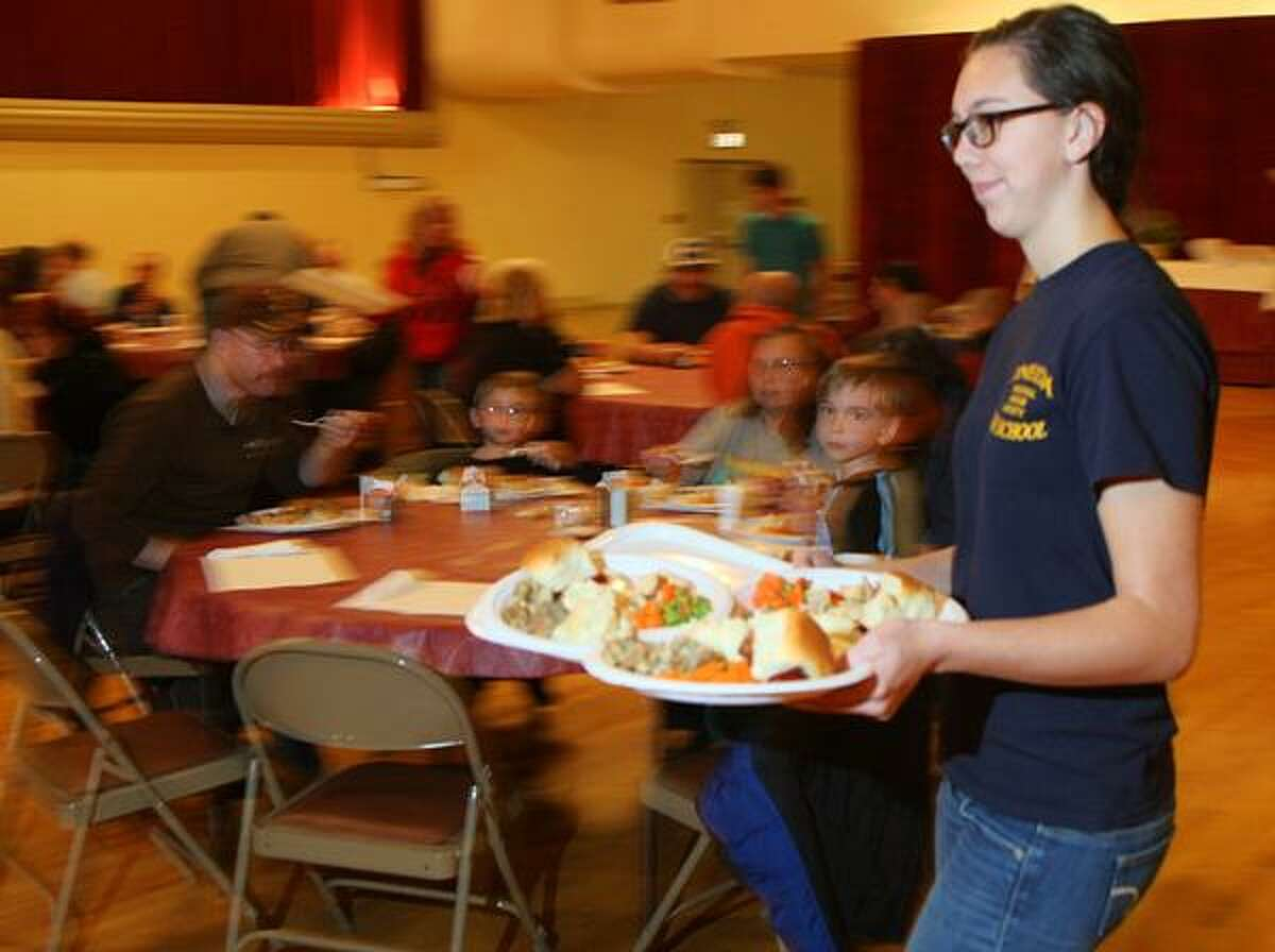 Dispatch Staff Photo by JOHN HAEGER twitter.com/oneidaphoto Laura Potter a member of the National Honor Society, Z Club and the Interact Club serves Thanksgiving dinners during the Rotary's annual Thanksgiving meal on Wednesday, Nov. 21,2012 at the Kallet Civic Center in Oneida.