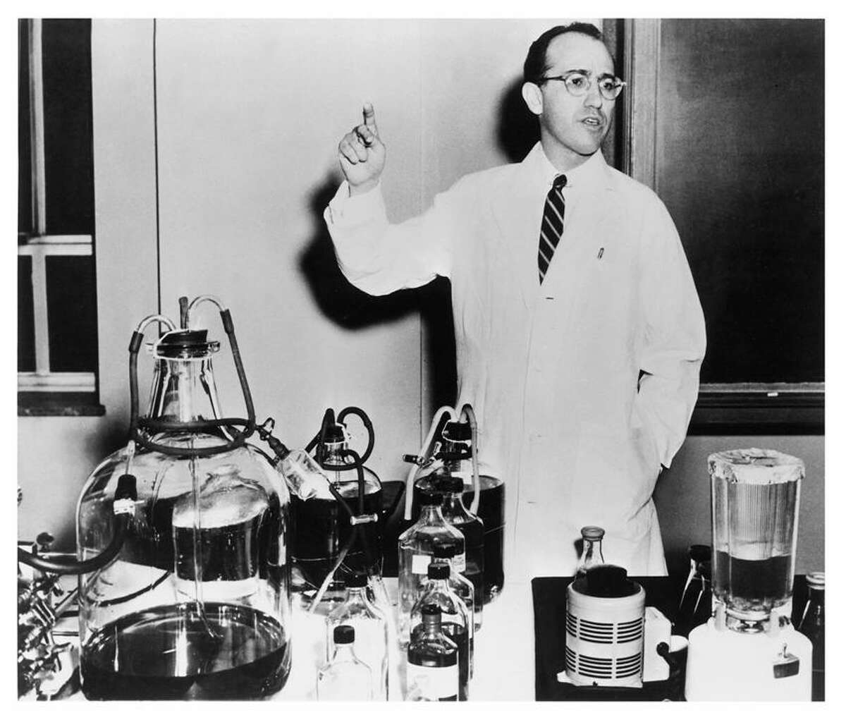 Waring Pro ® photo: Dr. Jonas Salk used a Waring Blender in his polio vaccine research.