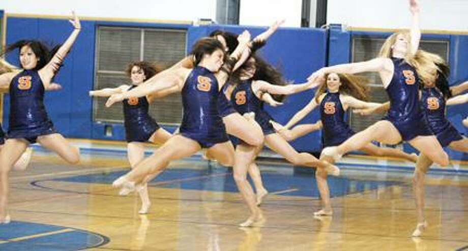 Syracuse University dancers join Oneida dance team - New Haven Register