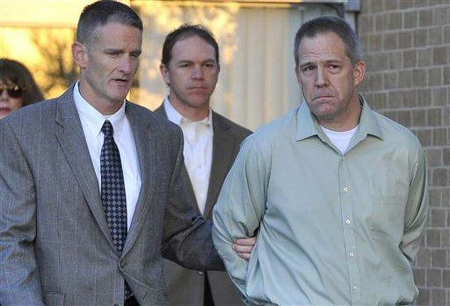 JetBlue pilot Clayton Frederick Osbon, right, is escorted to a waiting vehicle by FBI agents April 2 as he is released from The Pavilion at Northwest Texas Hospital, in Amarillo, Texas. AP Photo/Amarillo Globe-News, Michael Schumacher) Photo: AP / Amarillo Globe-News