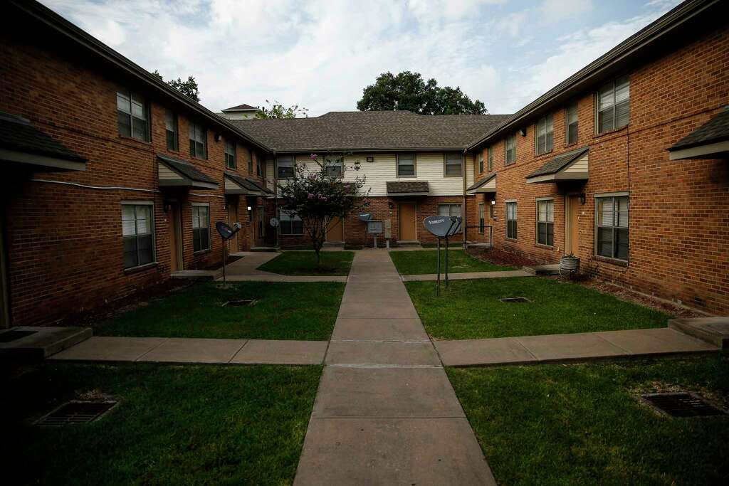 The Ewing Apartments are one of the Houston Housing Authorities public housing developments Tuesday, July 25, 2017 in Houston. ( Michael Ciaglo / Houston Chronicle ) Photo: Michael Ciaglo, Staff / Michael Ciaglo
