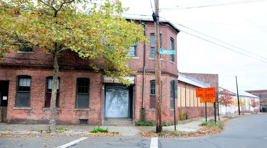 A vacant warehouse on State and Lawrence Streets in New Haven. Photo by Arnold Gold/New Haven Register