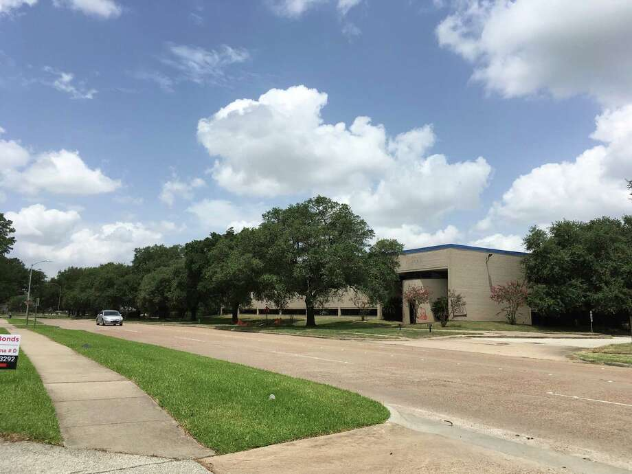 Rockspring Capital has purchased a building at 3900 Dacoma, just north of U.S. 290 near Loop 610. Photo: Katherine Feser, Dacoma / Houston Chronicle