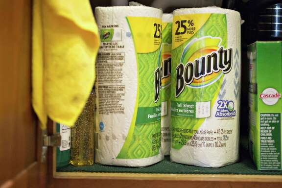 Procter & Gamble Co. Bounty brand paper towels on Oct. 24, 2016. MUST CREDIT: Bloomberg photo by Daniel Acker.