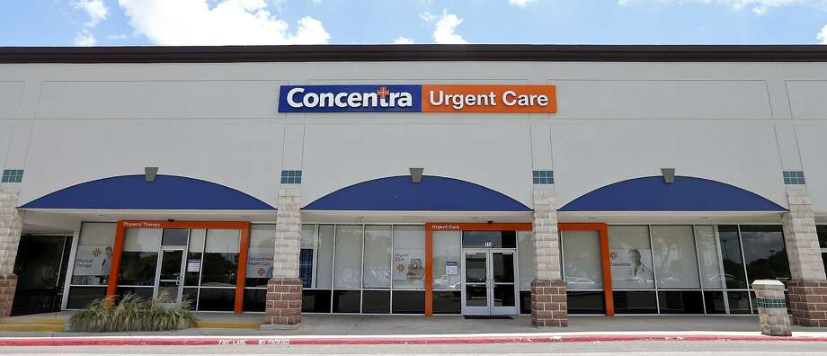 Wellness centers and medical clinics are popping up in shopping centers that used to be centered around retail. Photo: Edward A. Ornelas /San Antonio Express-News / © 2015 San Antonio Express-News