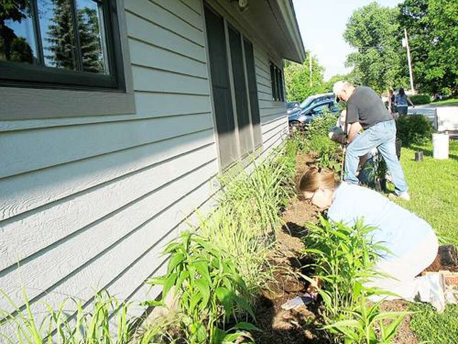 Photo Courtesy CHITTENANGO GARDEN CLUB Members of the Chittenango Garden Club help spruce up the Chittenango Landing Canal Boat Museum.