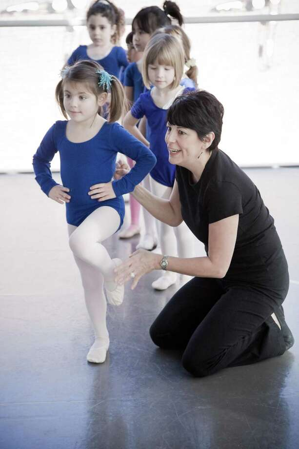 Susan Szabo, Director of Torrington Ballet, teaching pre-school ballerinas. / ©Ross Whitaker