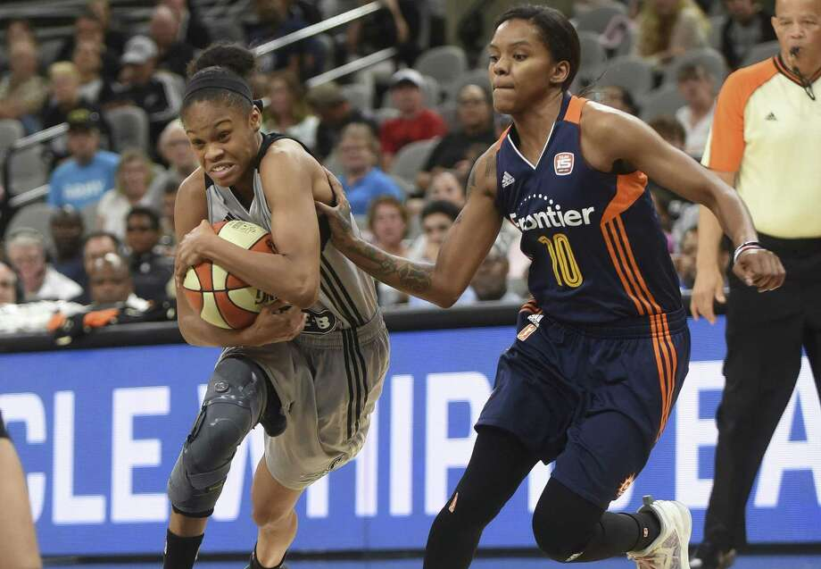 Moriah Jefferson of the Stars protects the ball as she drives into the lane against the Connecticut Sun's Courtney Williams at the AT&T Center on July 5, 2017. Photo: Billy Calzada /San Antonio Express-News / San Antonio Express-News