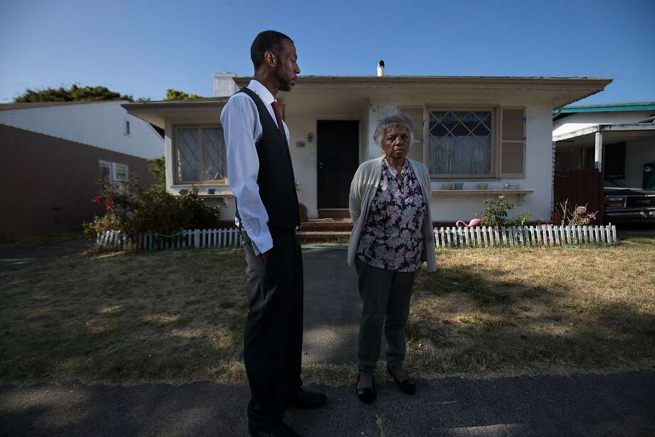 Omar Taylor and aunt Dorothy DeBose at the home she thought she bought, but an out- of- town woman's chal lenge is holding up the sale. Photo: Paul Kuroda, Special To The Chronicle