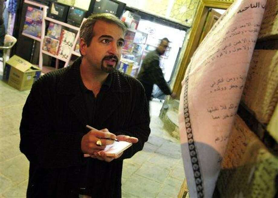 Anthony Shadid takes notes outside Ayatollah Sistani's office in Najaf in 2003. Shadid, a two-time Pulitzer Prize winner who strove to capture untold stories in Middle East conflicts from Libya to Iraq, died Thursday in eastern Syria after slipping into the country to report on the uprising against its president. Associated Press Photo: AP / The Washington Post
