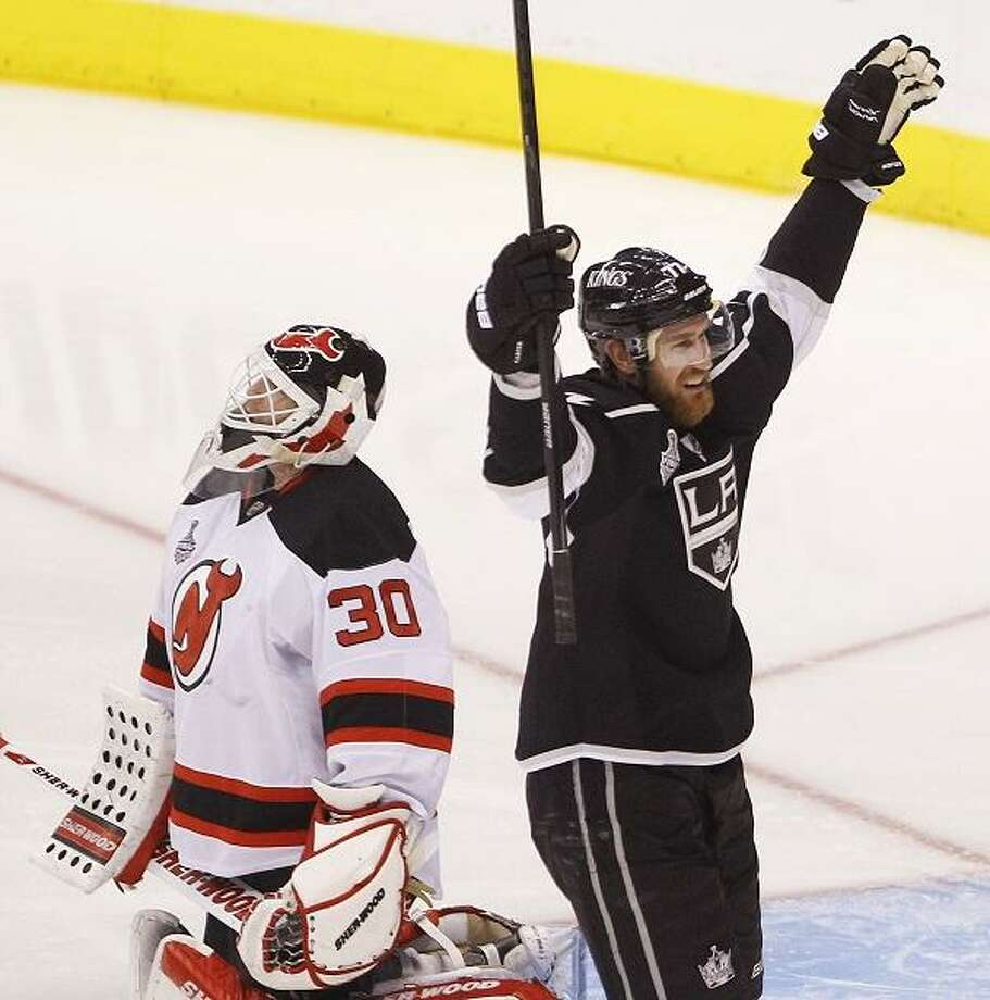 ebe54d438 Kings rout Devils to clinch 1st Stanley Cup - New Haven Register