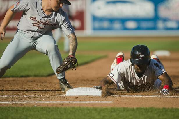 Loons right fielder Carlos Rincon slides back into first base as Bowling Green's Robbie Tenerowicz fails to tag him out during their game on Thursday, July 27, 2017 at Dow Diamond.
