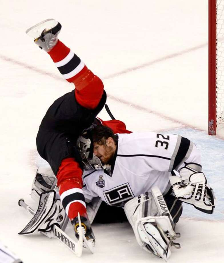 Los Angeles Kings goalie Jonathan Quick (R) loses his mask as he is hit by New Jersey Devils' Patrik Elias during the third period in Game 2 of the NHL Stanley Cup hockey final in Newark, New Jersey, June 2, 2012. REUTERS/Adam Hunger (UNITED STATES  - Tags: SPORT ICE HOCKEY TPX IMAGES OF THE DAY) Photo: REUTERS / X01873