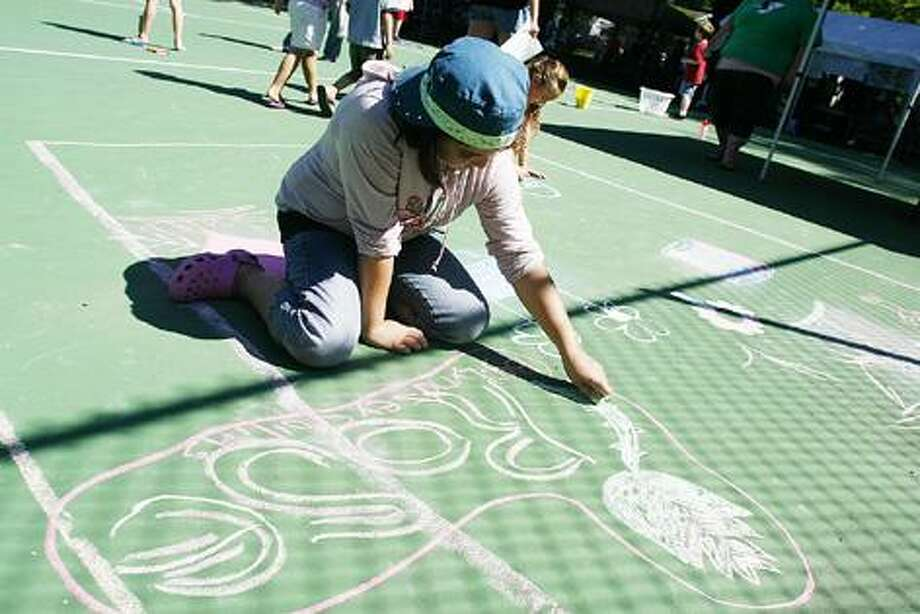 Dispatch Staff Photo by JOHN HAEGER (Twitter.com/OneidaPhoto) Lyndsey Collins, 10, of Munnsville draws a rose on the tennis court during the 9th annual Eat Well Play Hard Family Fun Day in the city of Oneida on Friday, Aug. 12, 2011.