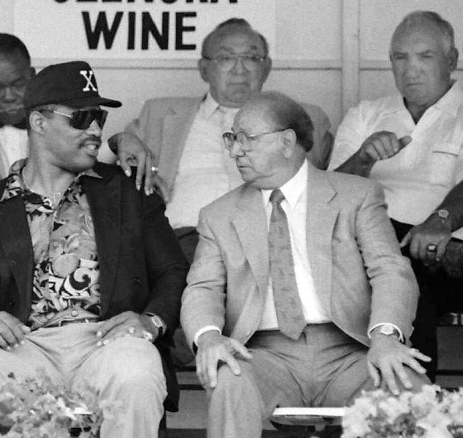 Dispatch Staff Photo by John Haeger Angelo Dundee, right, talks to Ken Norton during their Hall of Fame induction in 1992. Behind them, from left, are 1991 inductees Ike Williams, Carmen Basilio and Gene Fullmer.