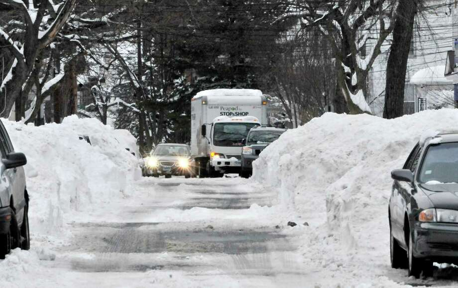 NEW HAVEN___A car waits, stuck,  behind a STOP & SHOP delivery truck on Pearl Street.    Melanie Stengel/Register1/29/11
