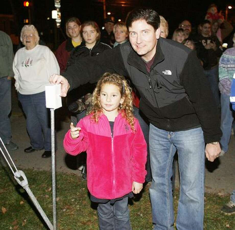 Photo Special to the Dispatch by BOB HAEGER Richelle Brown of Canastota helps Village of Canastota  Mayor Todd Rouse flip the switch to light the Christmas Tree during the annual tree lighting ceremony in the village on Saturday, Nov. 26, 2011.