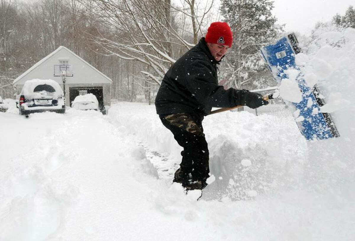 The snowstorm in the Ivoryton section of Essex. Jonas Griggs digs through 16