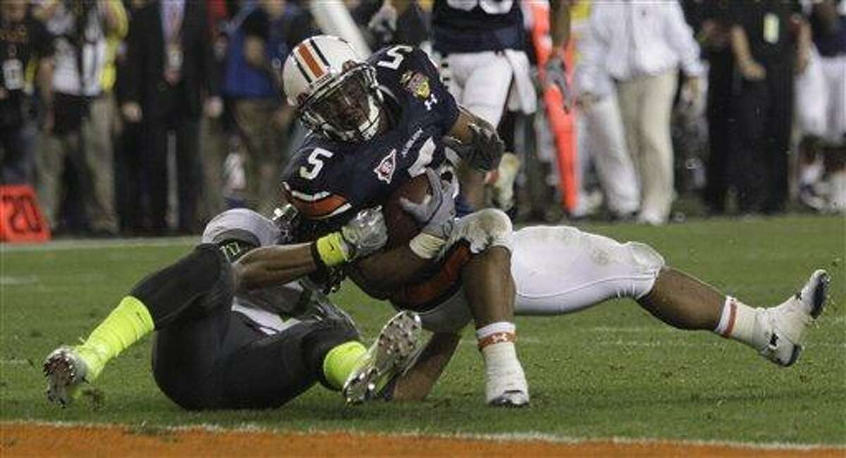 Auburn's Michael Dyer (5) is tackled short of the goal line by Oregon's Eddie Pleasant (11) defends during the second half of the BCS National Championship NCAA college football game Monday, Jan. 10, 2011, in Glendale, Ariz. Auburn won 22-19. (AP Photo/Matt York)