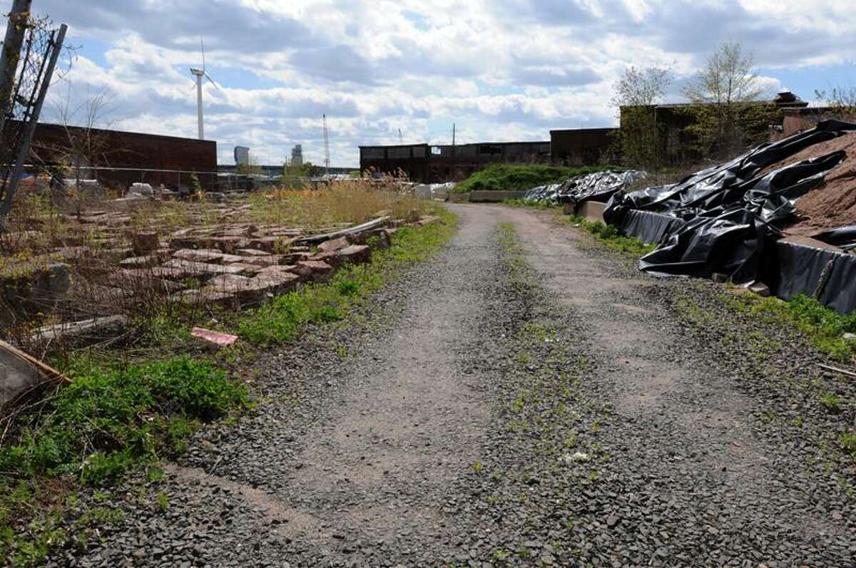 Brownfield site at 198 River St. in New Haven. Photo by Mara Lavitt/New Haven Register