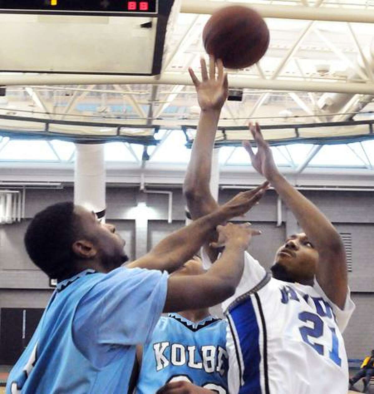 Hyde Kolbe-Kolbe's Shaquille Thomas snags a rebound from Hyde's Najee Reynolds in 3rd quarter action. Melanie Stengel/Register