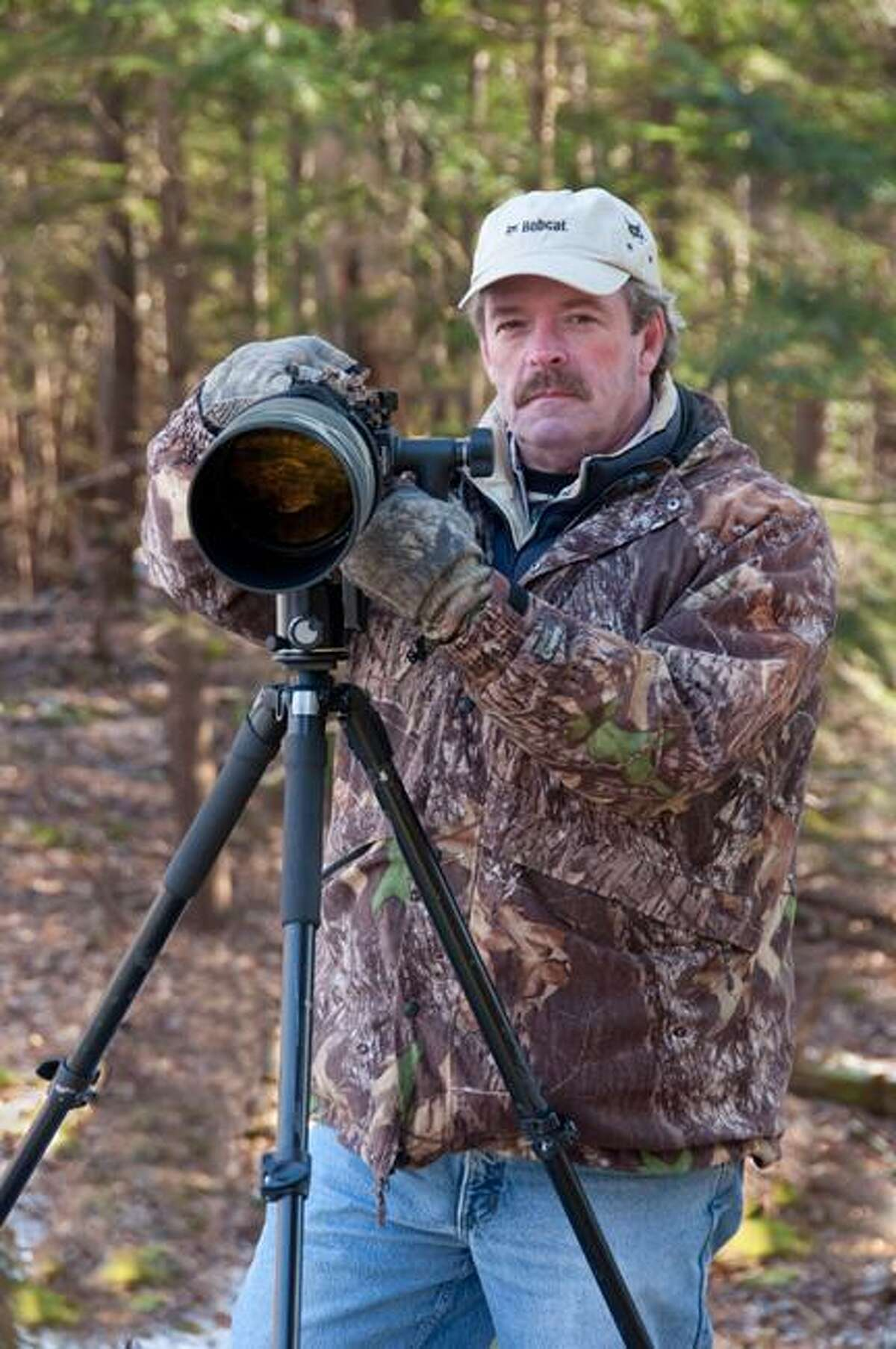 Photo Courtesy Bob Havener Bob Havener and his Nikon D-90 Digital SLR.